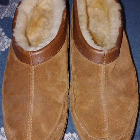a182c7b6c83 Eddie Bauer Men s Shearling Lined Suede Slippers